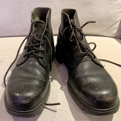 Black shoes – ankle boots – size 8